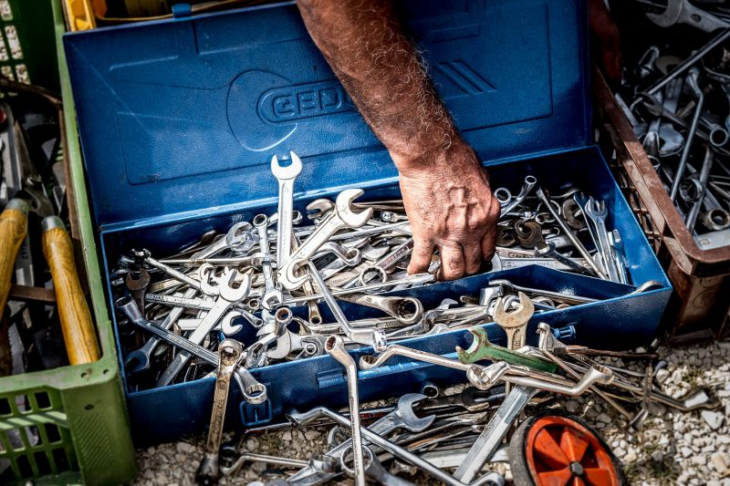 Bild von blauer Werkzeugkiste